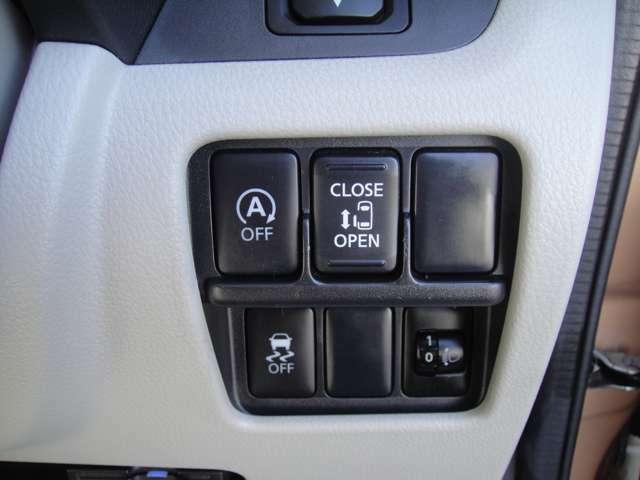 上段左からアイドリングストップキャンセルスイッチ、パワースライドドアの開閉スイッチです!!下段左が横滑り防止機能キャンセルスイッチ、右側がヘッドライトレベライザーです!!