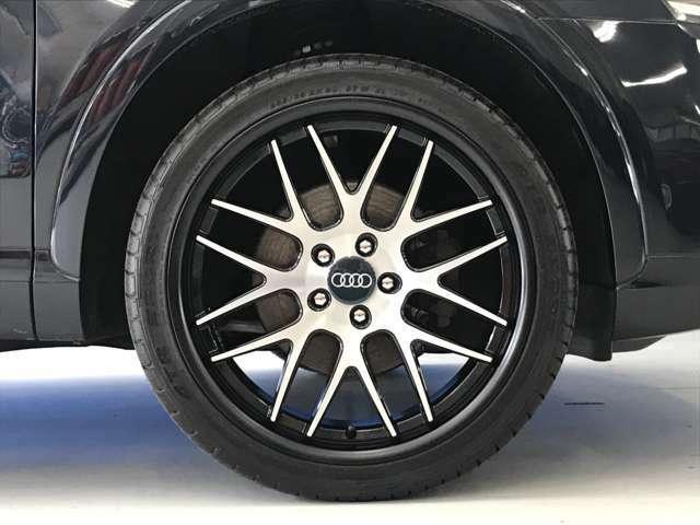☆ブラック/シルバーのツートンカラーの20インチAWに新品タイヤの組合せです☆サイズは前後共に8.5jになります☆