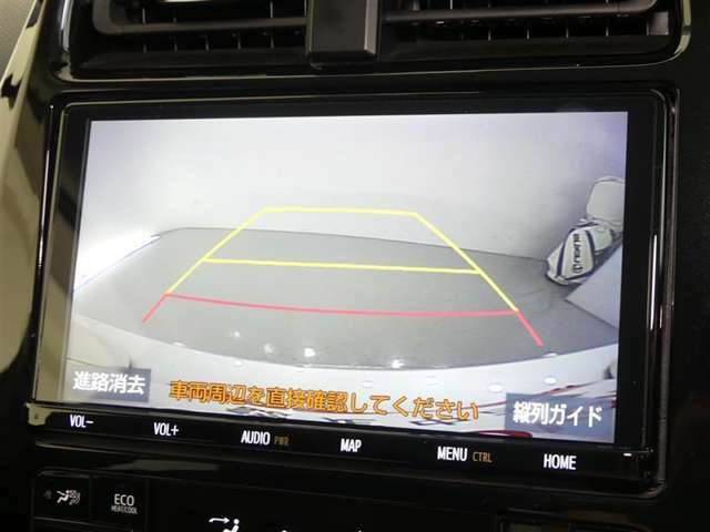 車庫入れなどでバックする際に後方確認ができて便利です。車庫入れが苦手な人もこれで安心。