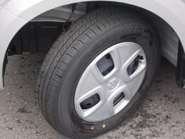 当然ながらタイヤの残り溝は四本ともバッチリです♪