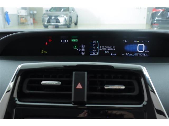 センターに配置されたメーターはデジタル表示です。スッキリとしたデザインで、とても見やすく、安全運転のお役に立ちます