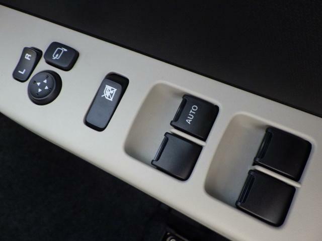 電動格納ドアミラー、パワーウインドー機能付きで便利です