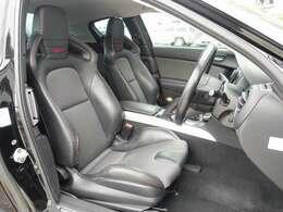 運転席、助手席シートはRS専用モデルのハーフレザーRECOROセミバケットシート装備。目立つような切れ等も御座いません。ご遠方のお客様もご安心してご検討下さいませ。お気軽に047-492-4000まで