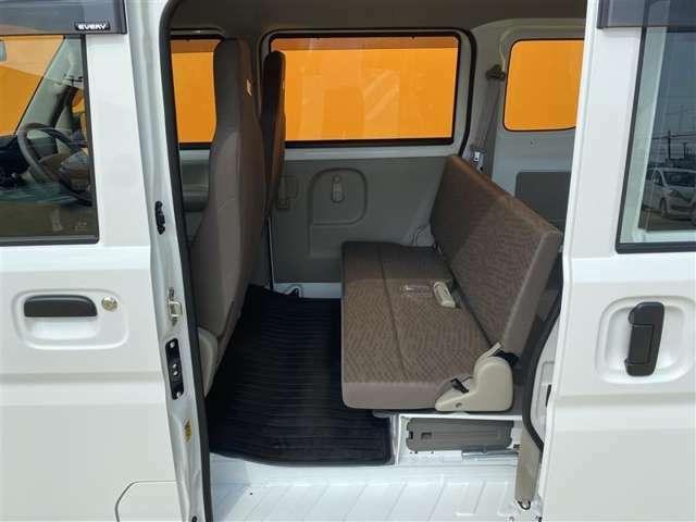 リアのドアは左右ともスライド式となっております 乗降性もよく荷物の出し入れも便利で人気の装備です