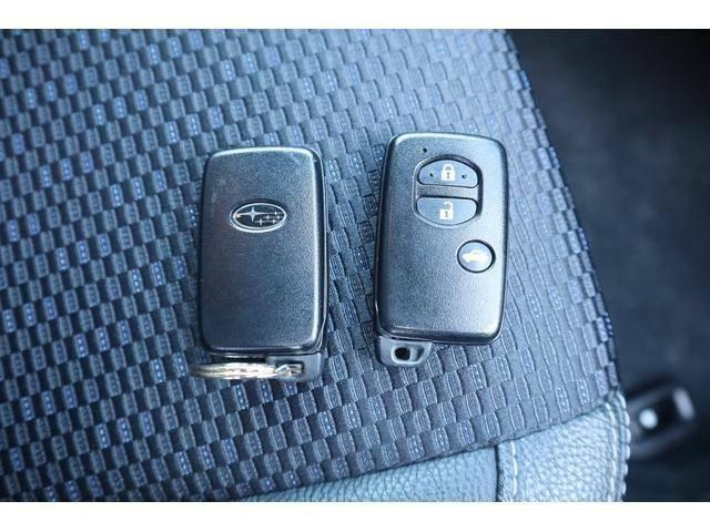 純正スマートキーは2個ご用意します。出し入れせずともドアロックの開閉が可能です。もちろんイモビライザー装備。