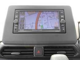 フルセグTV・CDチューナー機能付きナビゲーション搭載車です。長距離ドライブでも快適ですね。