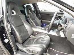 運転席は電動にて調整可能なパワーシートに新車時オプションの黒レザーシート装備。ご希望に応じてRECARO製やBRIDE製バケットシートもお得な金額にてお取り付け可能です。お気軽にご相談下さいませ