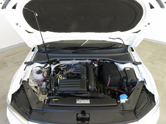 高出力低燃費で気持ちの良い走りを実現する革新のTSIエンジンと効率よいシフトチェンジでスムーズな加速を生み出す7速DSGトランスミッション。