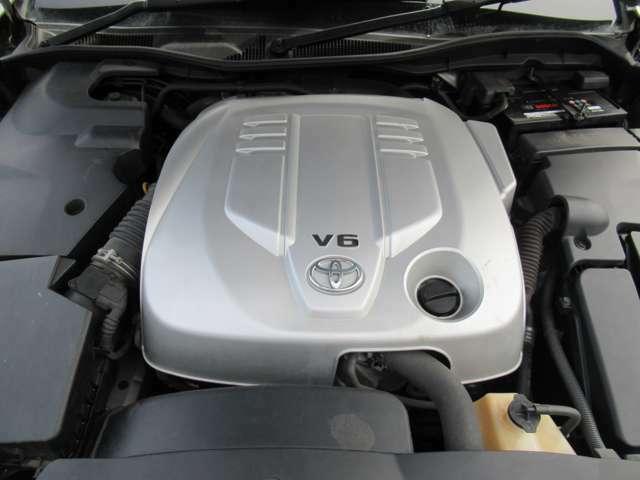 V型6気筒DOHC 3000cc