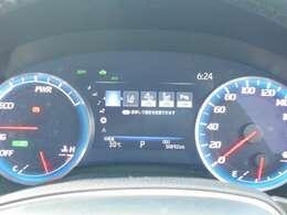 メーター内にて車両状態や航続可能距離などさまざまな情報が確認できます。