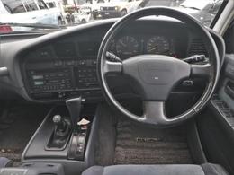 車内もフルノーマル。純正ラヂオカセットオーディオ付き。レザーステアリングの状態も比較的良好です。