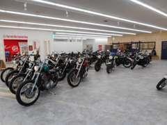 店内には約70台程バイクを展示してます!!是非バイクも見に来てください♪