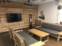 商談スペースも御用意しておりますので、カスタムなどの御相談も親身に承ります。