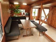 トレーラーハウスをリフォームした広々スペースで商談できます!