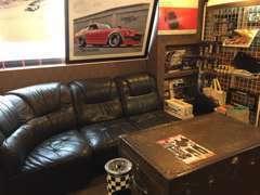 当社の商談スペースです。ごゆっくりお寛ぎ頂ける空間となるよう心がけております!!