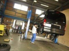 東北運輸局認証整備工場も併設!ご購入後の点検整備、車検、カスタム、修理などお任せください。