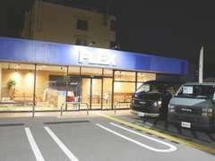 ハイエースの事なら専門店のFLEXへ!神戸店はFLEXの最新店です!