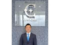 代表取締役 社長 松山 伸一郎 と申します。フロント業務からメカニック作業、販売や保険まで何でもこなします。