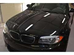 【BODYコーティング】自社にてBodyガラスコーティングの施行を行っており、長期間の塗膜保護と新車以上の輝きを装った車を提供。