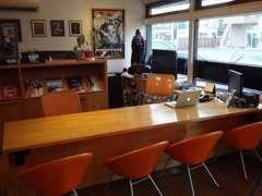 広々した商談スペースカフェでゆったりとご検討下さい☆