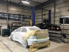 各種交換整備もOK。塗装ブース完備で板金塗装もお任せください。自社工場完備で充実したアフターフォローができます。