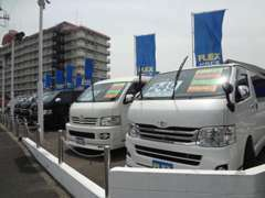 中古車展示場には常時15台の在庫!!100系型から現行車両まで豊富に取り揃えております♪