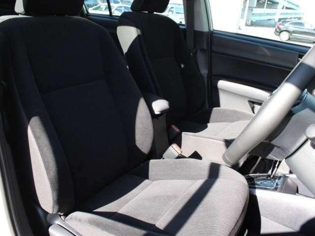 シートはベロア調トリコット素材。手触りがよく、また、シートも程よい硬さです。
