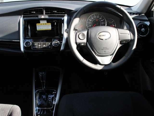 ステアリングスイッチ付きで、運転中もスマートに操作が可能です。