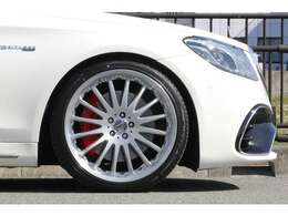 ■カールソン1/16RSR シルバーブラッシュド21インチホイールを装着しております!■ホイール・タイヤ新品です!■当店にてキャリパー塗装・ローダウンも施工しております!