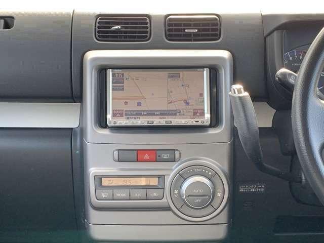 社外HDDナビ(クラリオン/NX308)、ワンセグテレビ(走行中可能)、DVD再生、CD録音再生、ETC車載器などなど! その他にもスマートKEYやキセノンヘッドライト、セキュリティなど装備満載です!