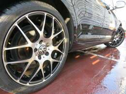 社外18インチアルミ♪メッシュタイプのインナーボディー同色ブラックでよりスポーティー♪タイヤの溝もしっかりと残っています♪