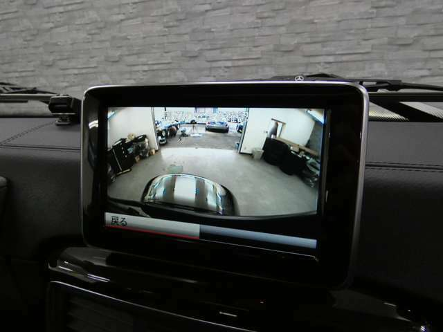 駐車の苦手な方でも安心のバックカメラ・パークトロニック装備!