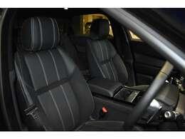 ハーフレザーシートは使用感も少なく、ホールド感も程よく有りロングドライブでも疲労も少なく済みます。