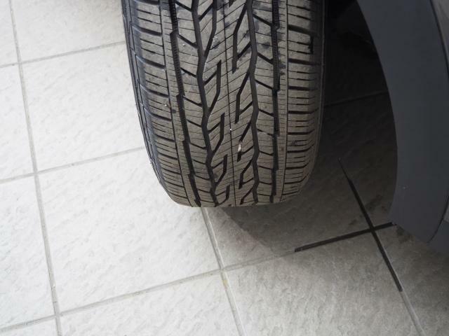 タイヤサイズは225/55R18