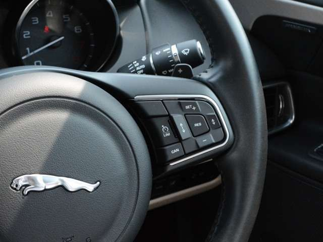 0Kmまで前方車両を追従できるアダプティブクルーズコントロール。ロングドライブも楽チンです。