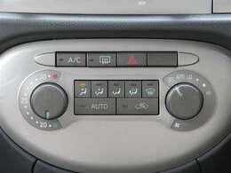マニュアルエアコンは使いやすい3つのダイヤル式です。温度、風量、風向きの調整が可能です!