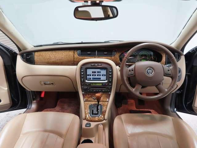 お車の状態も内外装ともとても綺麗な状態を保っておりますので、私たちも自信をもってお勧め出来る1台です♪ 同年式の車と比べられましたら大事に乗っておられたことを実感していただけるはずです♪
