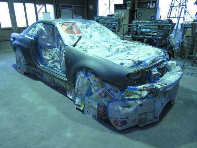 元々、綺麗な車輌をベースに高級塗料(高耐候性材料)を使い高品質全塗装をします♪高級塗料ゆえ末永く輝きます☆手間・ヒマを惜しまず、ドア内側・トランク内側・給油口内側なども正しく美しく塗装しています☆