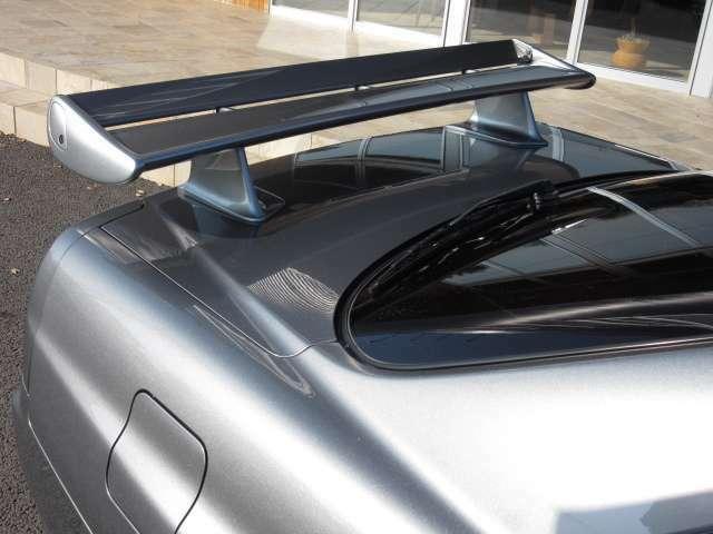 後方に鎮座する可変調整機能付の純正ウイング☆ 34GTRのVスペックIIは空力も味方につけた最終進化型の第二世代GTRです! ドライブも楽しいですよ(^-^)
