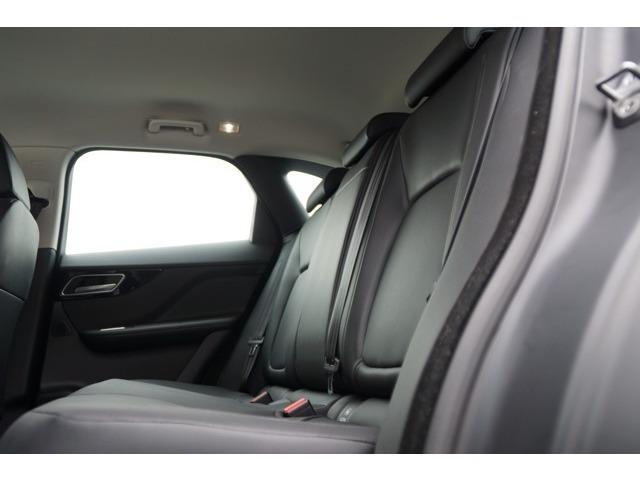 後席の方もゆったり案阿新間の有る空間で快適なメリディアンサウンドでくつろげます.