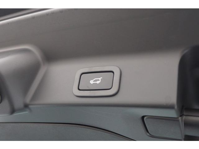 電動リアゲートスイッチ部になります 荷物を持っていてもスイッチ一つで開閉可能車のボディーを傷つける事無く操作できます。