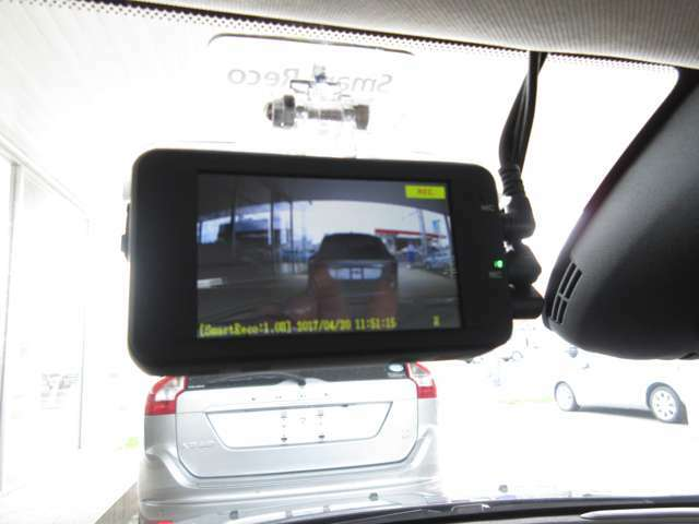 SDカードにメモリー!駐車監視モードもついて『万が一』を逃しません。