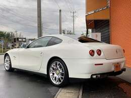 ボディーカラーはフェラーリで人気の高いフェラーリホワイトカラー、ビアンコアヴスです!程度良好車両です!とてもきれいな1台です!