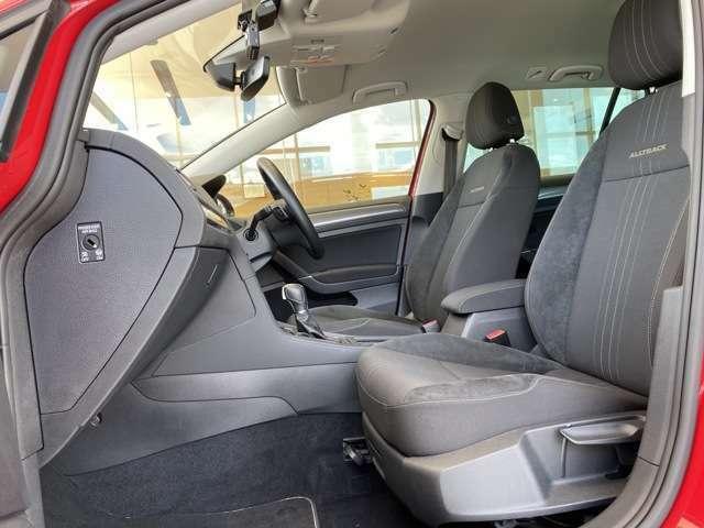 背もたれに「ALLTRACK」のロゴが入る専用シートは快適性とホールド性を両立しています!シートヒーター付き!