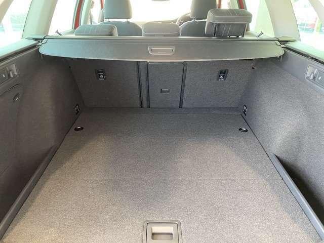 ラゲッジルームの容量は、ベース車両の「ゴルフヴァリアント」と同じ605リッター!