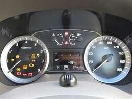 高級時計のベゼルの様なデザインのメーターパネル。走行約5,740キロ。当社社用車として活躍していた車両です。