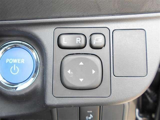 電動格納式ドアミラーで開閉もワンタッチ。狭い道路でのすれ違いでも役立ちます!