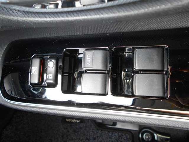 運転席オートタイプのパワーウィンドウで、車内の換気もスムーズです!