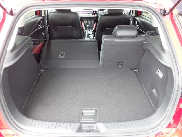 容量350Lのラゲッジルームです。後部座席も簡単に倒せるので長い物も積み込めます。