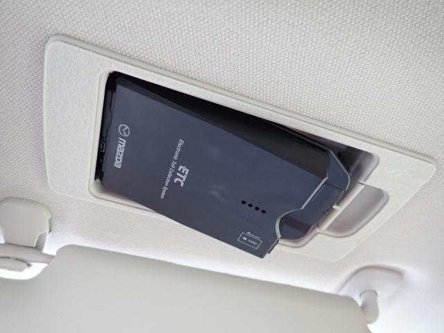 ETCは運転席サンシェード裏に格納されるので目立ちません。